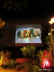 008 KInder dieser Welt Projektion im Ateliergarten