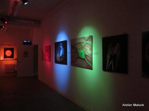 Ausstellung im fast Dunkeln