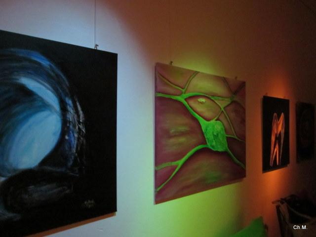 Ausstellung im fast Dunkeln unser menschlicher Mikrokosmos