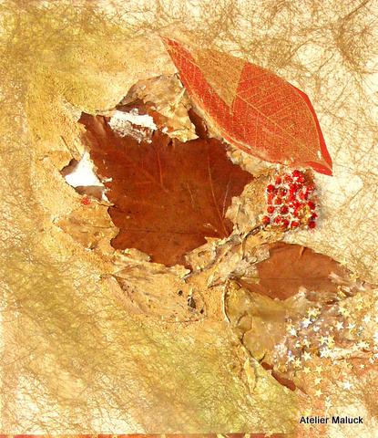 015 Detail Herbst,, Collage mit Blatt und Früchten